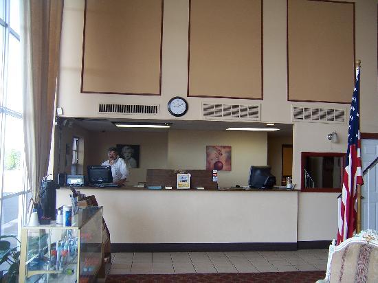 Grand Motor Inn, Hotel & Restaurant: Registration Desk