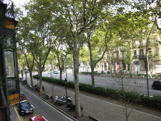 Hostal L' Antic Espai: view from balcony on Gran Via