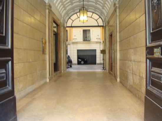 Hotel Suisse: Through the main front door
