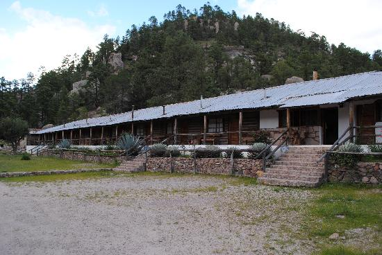 cusarare river sierra lodge: The lodge