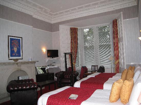 Ambassador Hotel: triple room