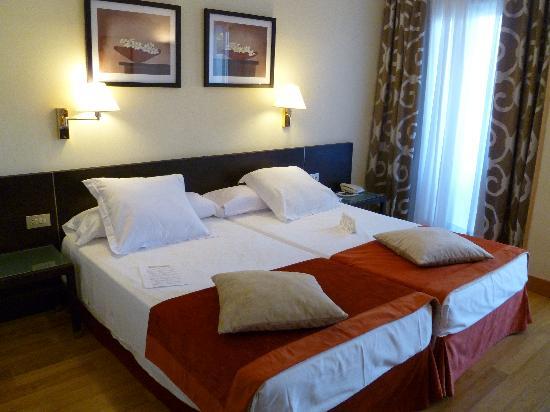 Habitaci n doble est ndar fotograf a de hotel riu palace for Habitacion doble