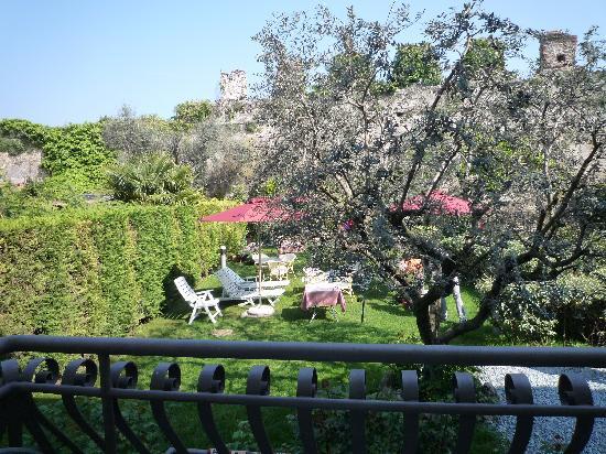 Hotel Villa Cansignorio : Garden view from bedroom