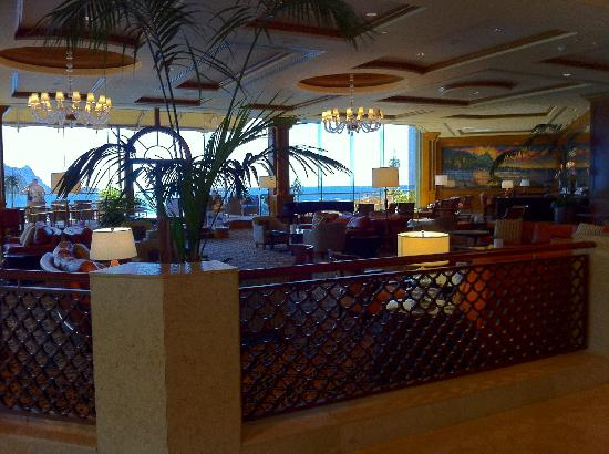 Princeville Resort: Lobby and bar area