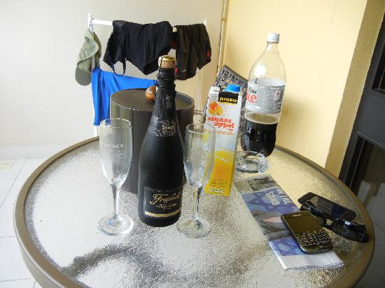 Bucuti & Tara Beach Resort Aruba: Champagne from the hotel. Nice touch!
