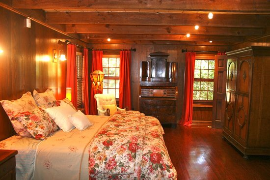 The Fernbrook Inn: Master Suite