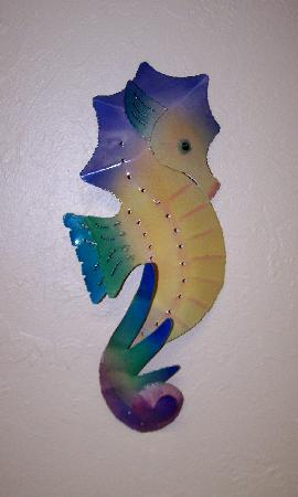 Seahorse Cottages: decor