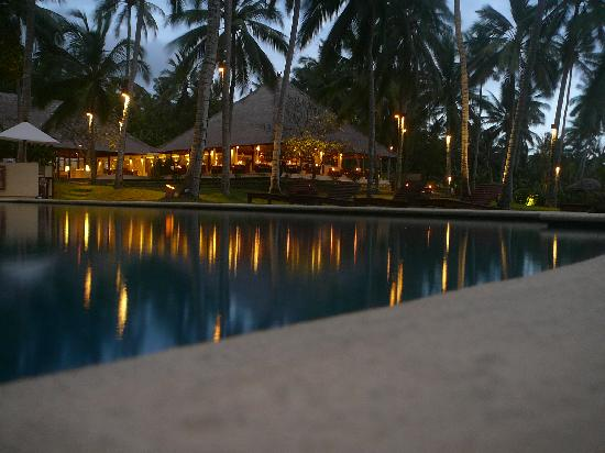 Alila Manggis: Pool with Seasalt Restaurant behind