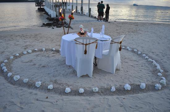 Sandals Grande St. Lucian Spa & Beach Resort: Notre candeligt diner!!! so awesome