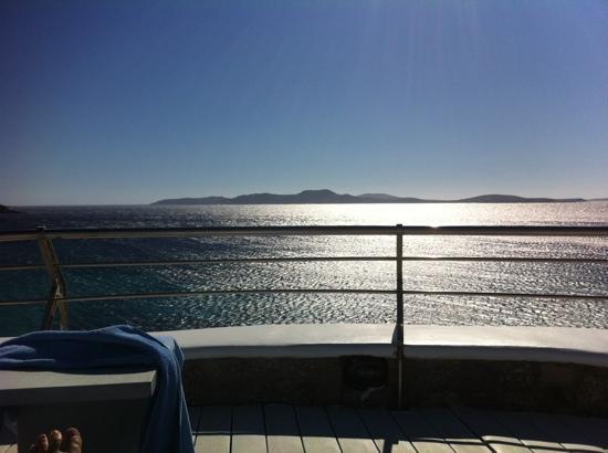 Mykonos Grand Hotel & Resort: vue depuis la piscine
