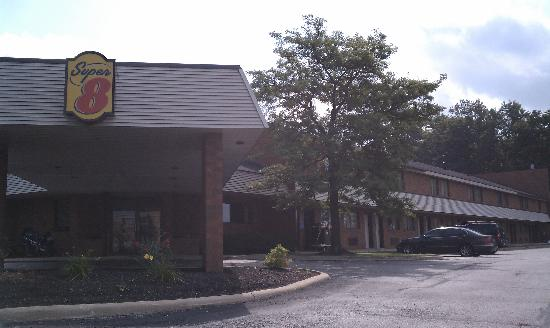 Super 8 Beachwood/Cleveland Area: The Hotel