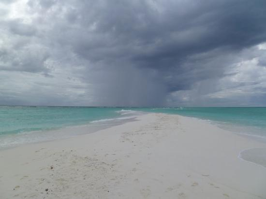 Kuramathi Island Resort: View from the Sandbank monsoon season