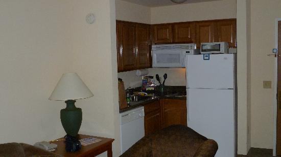 Staybridge Suites Portland Airport : Kitchen Area 2 BR Suite Staybridge Suites Portland Or.