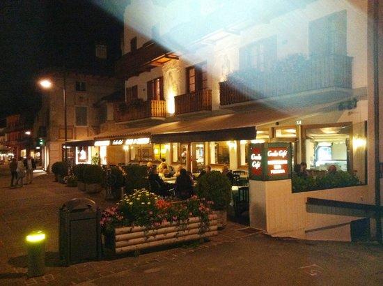 Ristorante Pizzeria Croda Cafe': Croda Cafe at the end of the pedestrian area