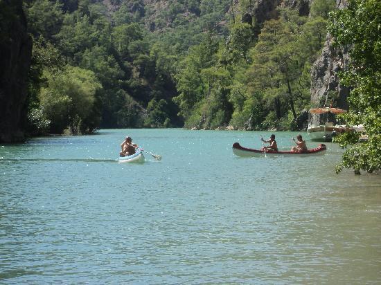 Akkaya Garden Restaurant: Canoeing on the Lake