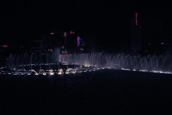 น้ำพุเบลลาจิโอ: Fountains at Bellagio