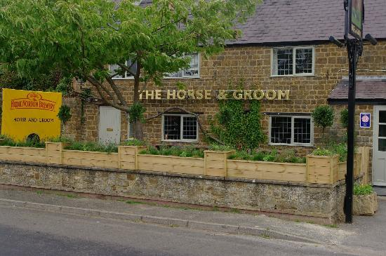 Horse and Groom Inn : FRONT VIEW OF THE HORSE & GROOM, MILCOMBE