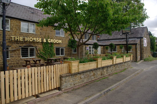 Horse and Groom Inn : FRONT GARDEN PATIO