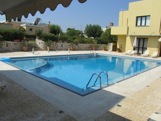 Daphnis Villas : shared pool-area