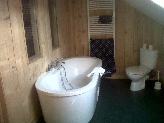 Villa Richelieu: Designer Bathroom in family attic room