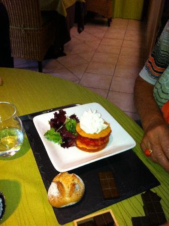 Nature Gourmande : entrée mille feuille de tomate et chantilly au chèvre