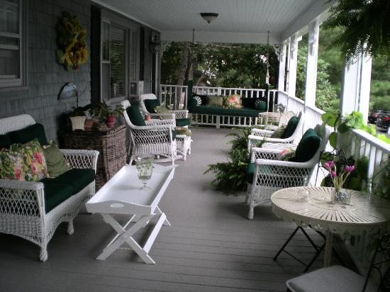 Inn at Bay Ledge: Back porch w/ oeacn view