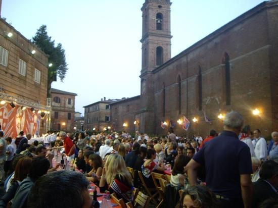 Locanda di San Martino Siena Residenza d'Epoca: dinner at Pantera contrada