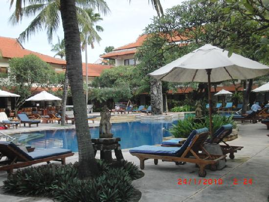 Bali Rani Hotel: Zwembad Hotel Bali Rani