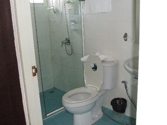 Cozy at Ten: Pleasant Bathroom