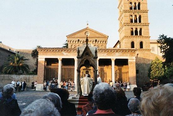 غروتافراتا, إيطاليا: Celebrazione davanti alla Basilica