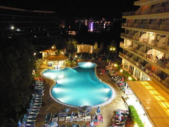 Wela Hotel : Pool at night