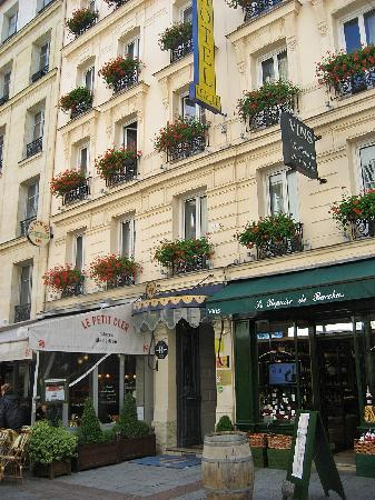Shopping along rue cler picture of rue cler paris for Cler hotel paris