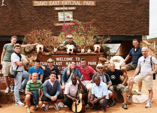 African Memorable Safaris: Eccoci in foto con i due autisti!