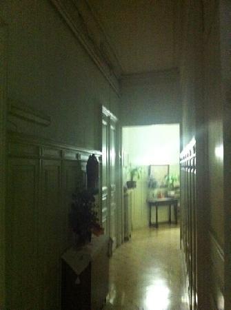 Hostal de Ribagorza: hallway to w/c