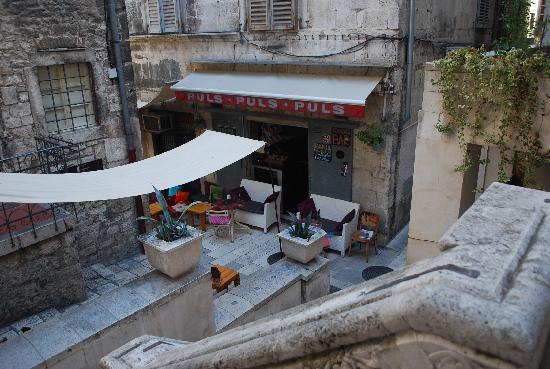 Hotel Slavija: The bar right in front of it