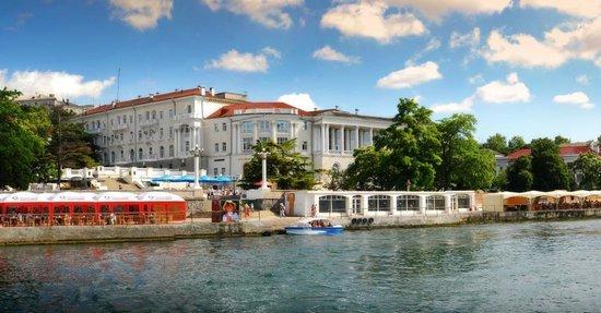 Sevastopol Hotel : hotel's front