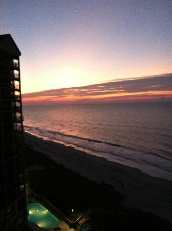 Beach Cove Resort: Stunning sunrise