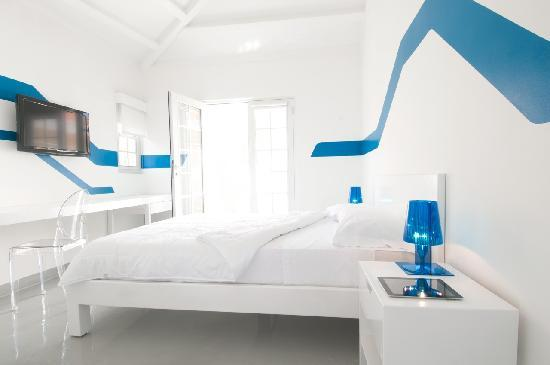 WAVE Hotel & Café Curaçao: Tidal Wave room - Queen size bed