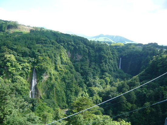 Kokonoe-machi, Giappone: 橋から滝を