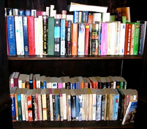 Posada La Merced Antigua: free book exchange in the lobby