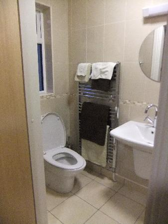 Bramble Rock: The bathroom.