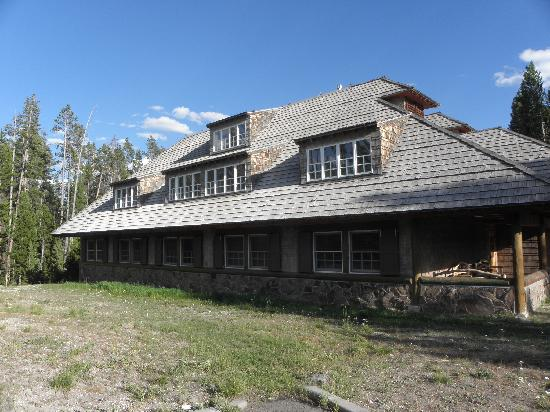 The shining picture of mammoth hot springs hotel for Mammoth hot springs hotel cabins
