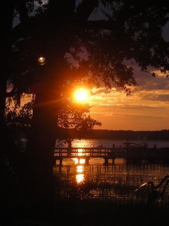 The Skull Creek Boathouse: Sunset at Skull Creek
