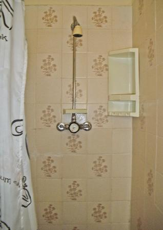 Fairhaven Hotel Blackpool: Tiny Shower