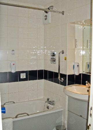 Days Inn Abington M74 : Bathroom