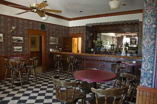 Quilchena Hotel: The bar