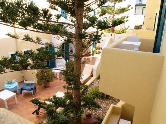 Hotel Grotta: Patio interior del hotel