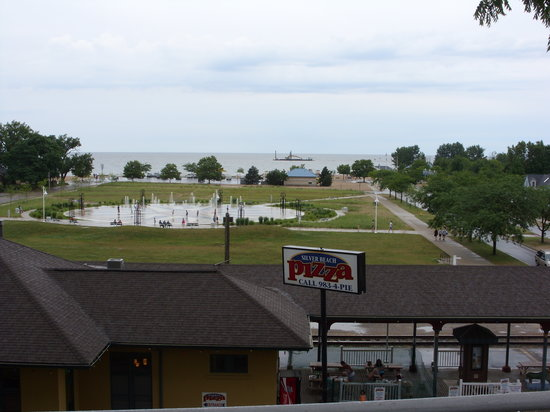 Silver Beach Pizza: Looking toward Lake