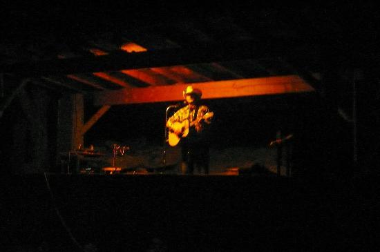 Fountain of Youth Inn: concert de musique country par le propriétaire du camping