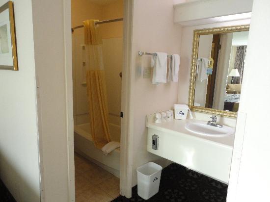 Days Inn Beaumont: bath